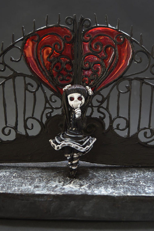 sculpture porcelaine froide fille portail